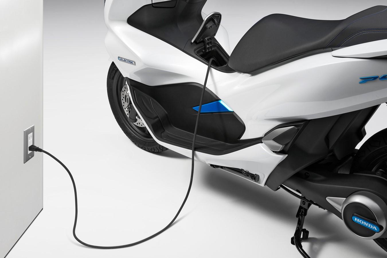 116726_PCX_Electric