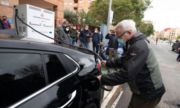 València pone en funcionamiento tres puntos de recarga rápida de vehículos eléctricos en la vía pública