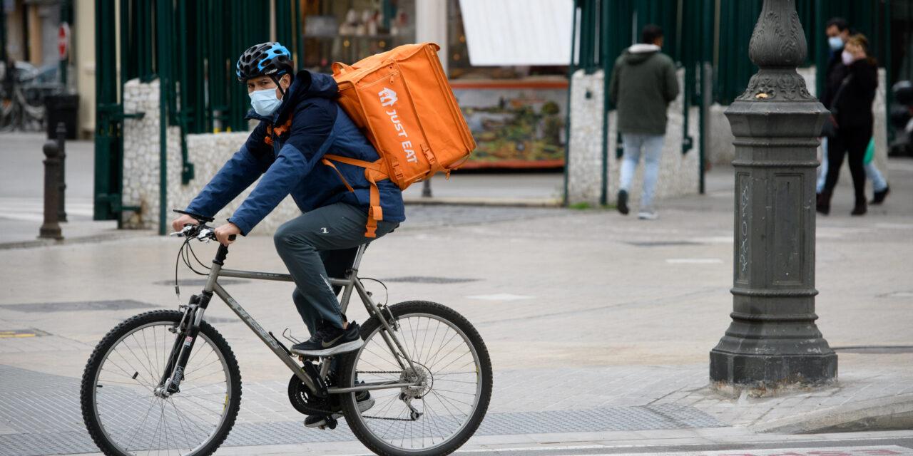 El Gobierno aprueba la ley 'rider' que obliga a las plataformas a su contratación