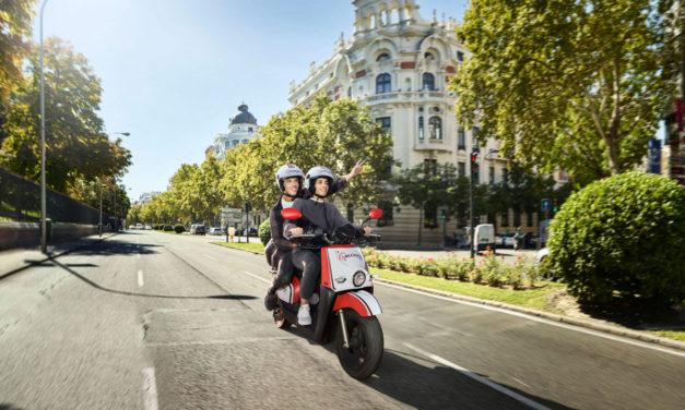 Acciona despliega más de 500 motos eléctricas de alquiler en València