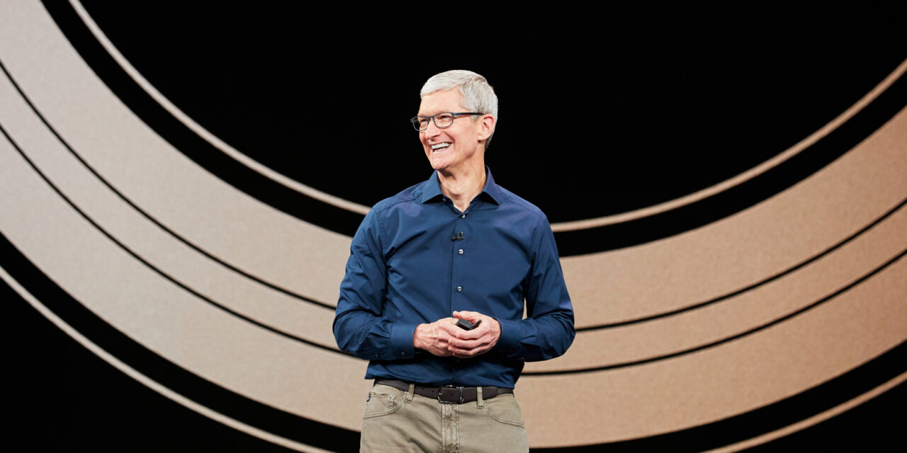 Tim Cook señala el interés de Apple por los vehículos autónomos