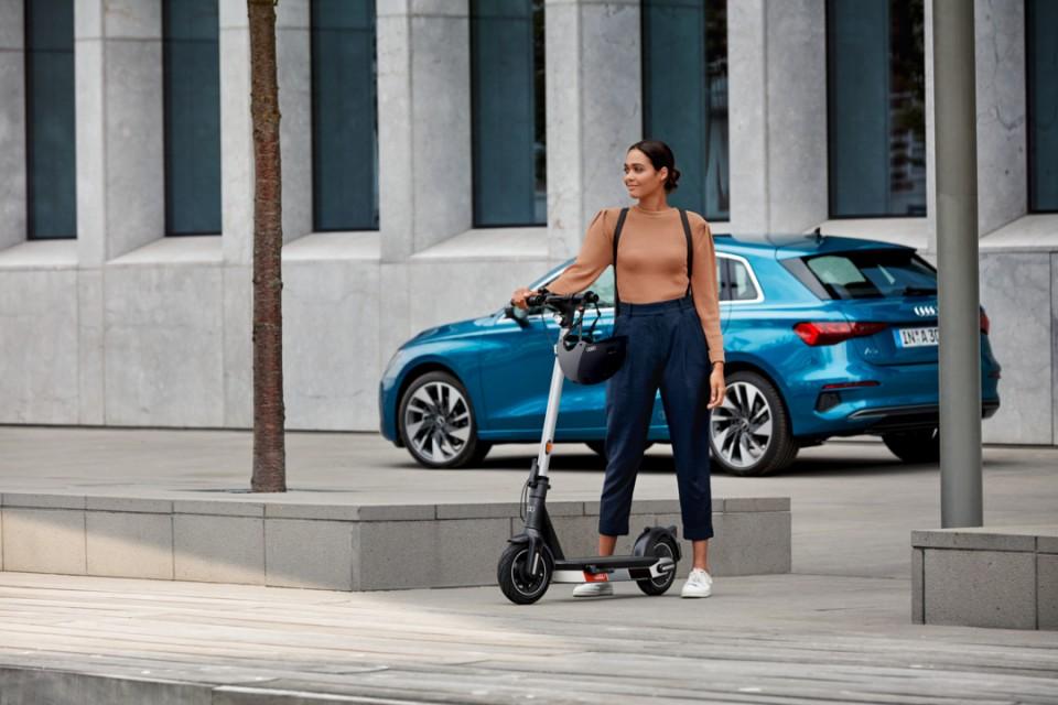Audi presenta el e-scooter, un patinete eléctrico con una autonomía de hasta 65 km