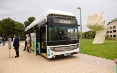 Primer trayecto en la Comunitat de un autobús impulsado por hidrógeno verde