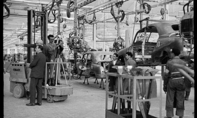 Casa Seat muestra cómo el coche cambió el siglo XX con una exposición del fotógrafo Antoni Campañà