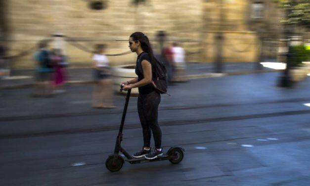 Terminó la moratoria: València ya multa las infracciones de los patinetes eléctricos