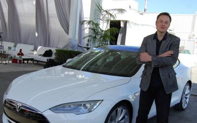 Elon Musk anuncia que ya es posible comprar un Tesla con bitcóin