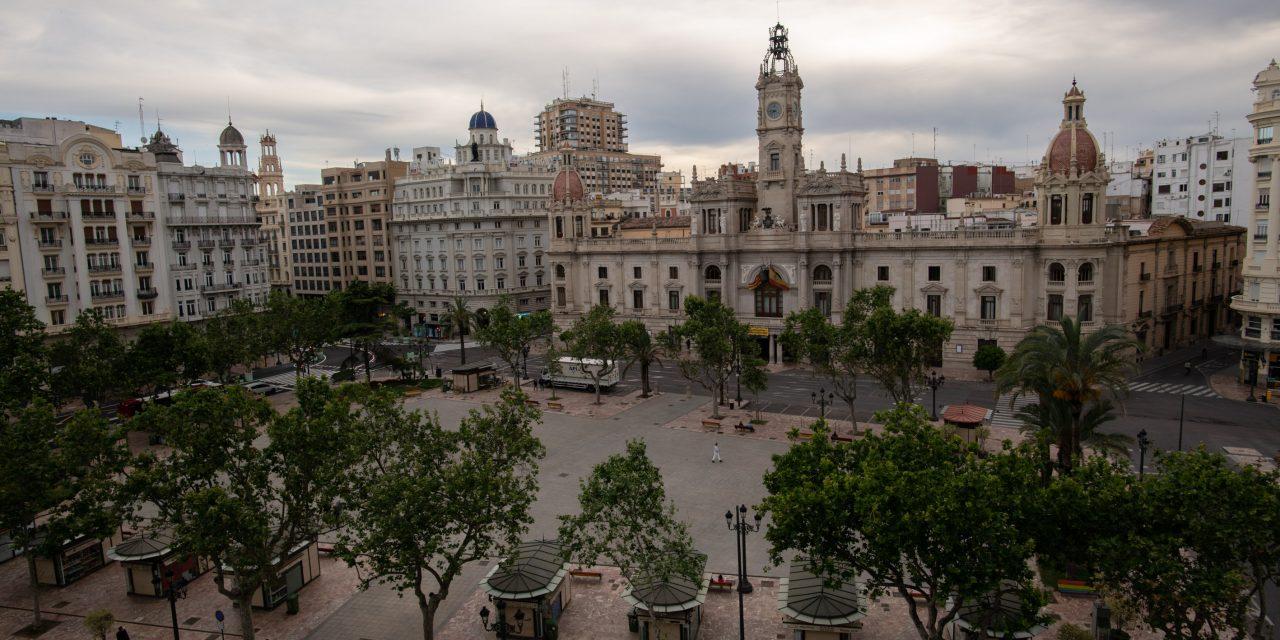 València instalará una docena de puntos de recarga en farolas