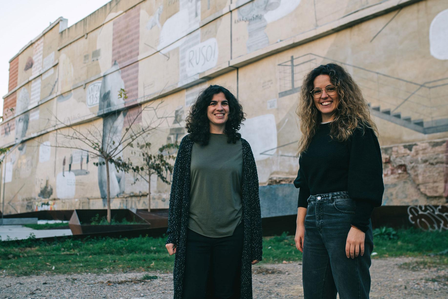 Julia Pineda y Júlia Gomar son arquitectas del colectivo Crearqció.