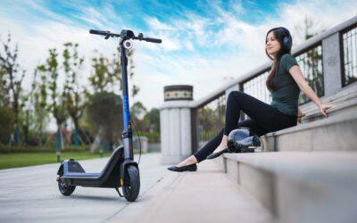 La marca de scooters eléctricos NIU lanza su primer patinete eléctrico