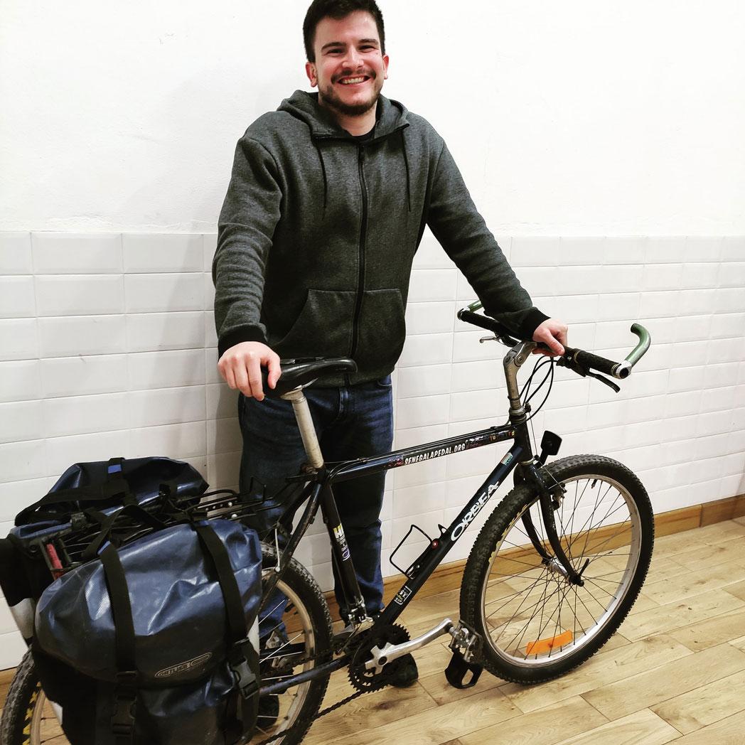 'Blue Bird', la bici 100% reciclada para uso de los profesores del centro