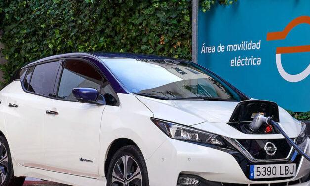 Repsol y Nissan acuerdan instalar 15 puntos de recarga para coches eléctricos