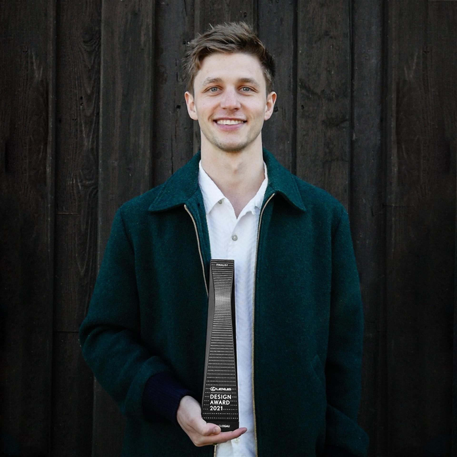 El ganador de los premios de diseño Lexus Design 2021, Henry Glogau.