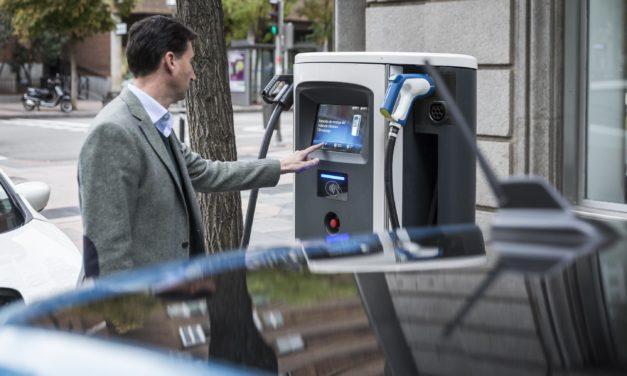 Las matriculaciones de coches eléctricos se disparan en abril