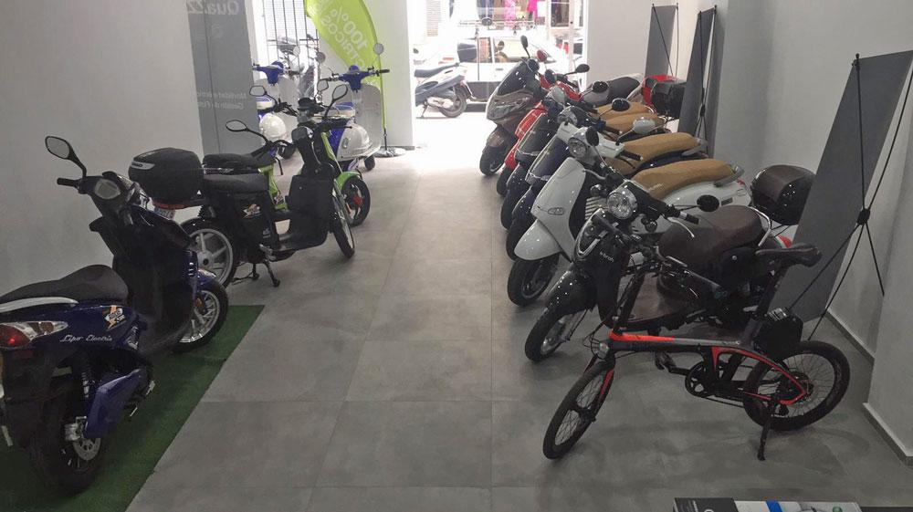 Interior de la nueva tienda Electric Riders en València