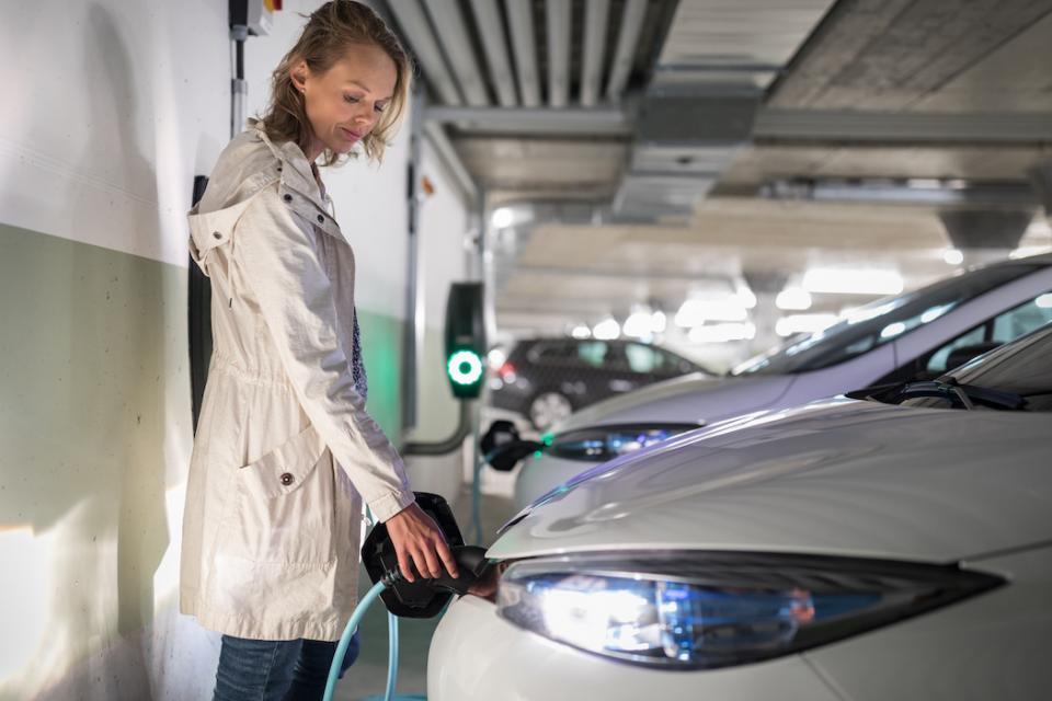 Las marcas de coches aceleran sus planes y muchas de ellas en 2030 serán solo eléctricas