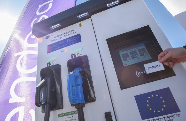 Endesa instalará cargadores rápidos de vehículos eléctricos en 40 gasolineras