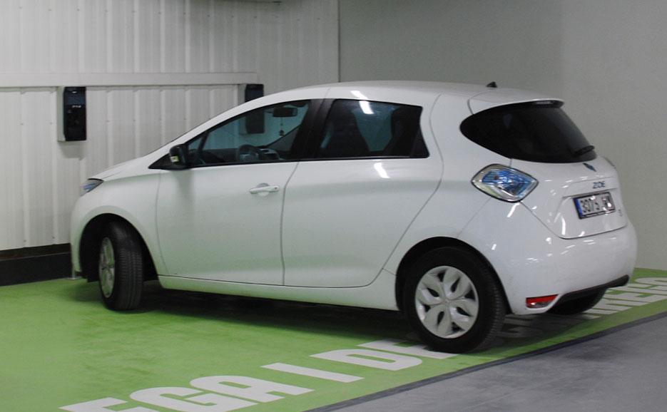 València inaugura el parking público de la plaza de Brujas con 41 puntos de recarga eléctrica