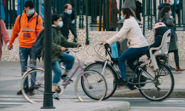 La mitad de las españolas cambiaría su coche por una bici o un vehículo electrificado