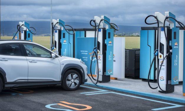 Repsol adquiere la red de recarga para coches eléctricos de Ibil