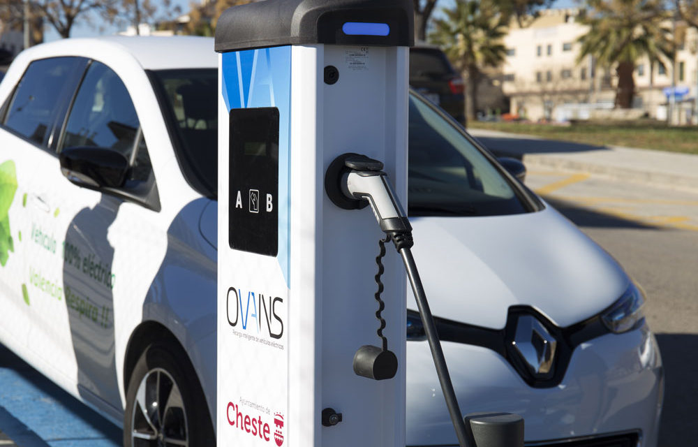 Cheste inaugura su primer punto de recarga gratuita para vehículos eléctricos