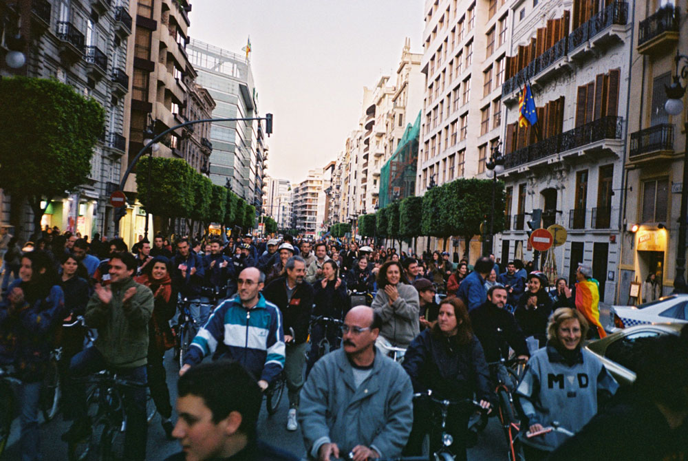 Bicifestación de Masa Crítica en 2003. Foto cortesía de Fer Mafé.