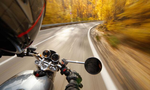 Uso del casco en bici sin excepciones y airbag en motos de gran cilindrada