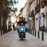 Movo comienza a operar en Barcelona con sus motos eléctricas