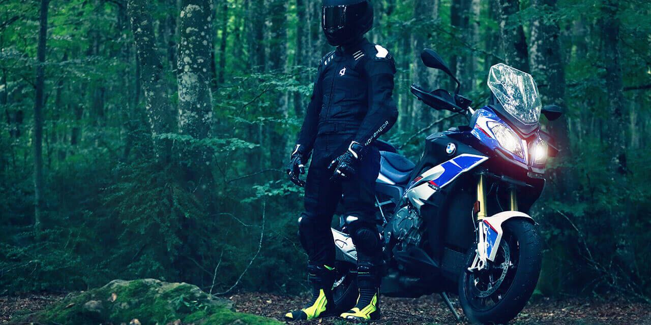 Andromeda Moto: el primer mono de moto de competición que no lleva cuero