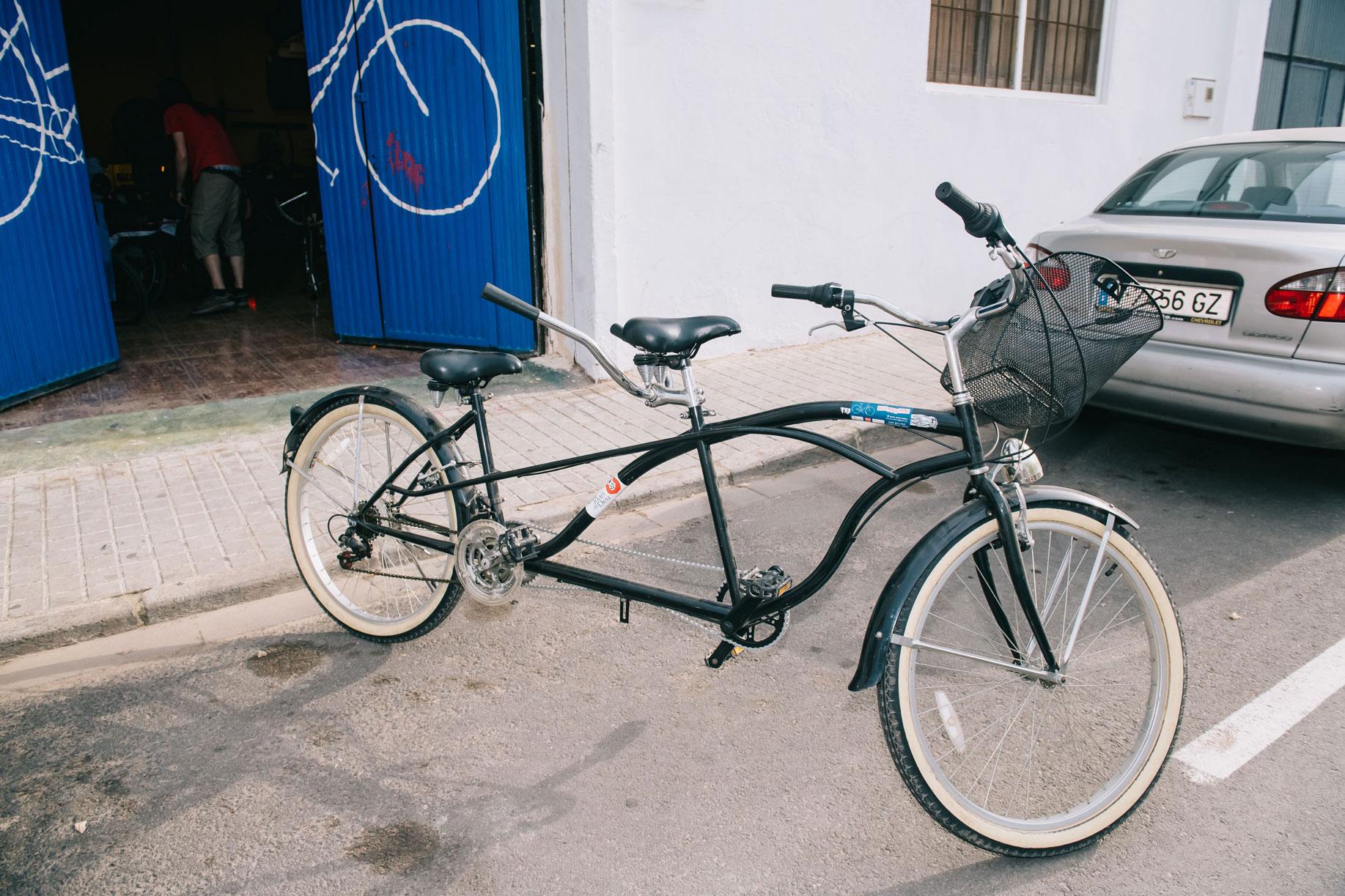 'Bicis para todas', una iniciativa de las asociaciones AMA y Col·lectiu Soterranya. Foto: Kike Taberner