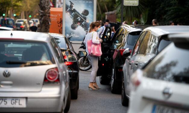 El 53 % de desplazamientos a centros educativos es en coche, según CCOO